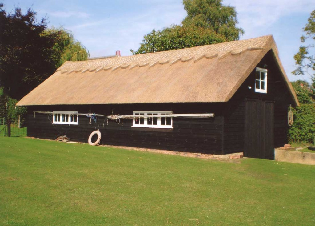 Thatched boathouse in Oulton Board