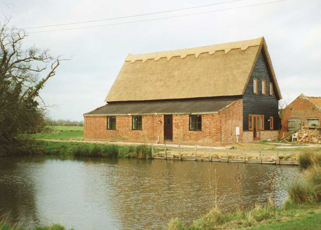 Thatched barn in Willingham